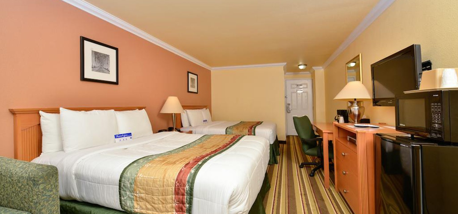 RELAX AND UNWIND IN STYLE AT<br>INN BY THE SFO'S COMFORTABLE HOTEL ROOMS